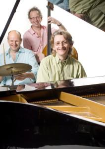 Cajan Witmer, piano. Maarten Kruijswijk, drums, Han Slinger, bas.